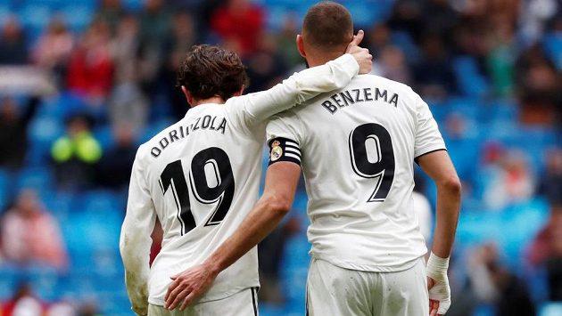 Karim Benzema a Alvaro Odriozola z Realu.
