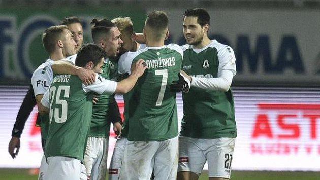 Hráči Jablonce se radují z gólu v utkání 11. kola první fotbalové ligy proti Plzni.