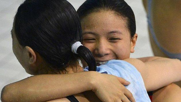 Favorizované Číňanky Wu Min-sia, Che C'vyhrály soutěž synchro z třímetrového prkna