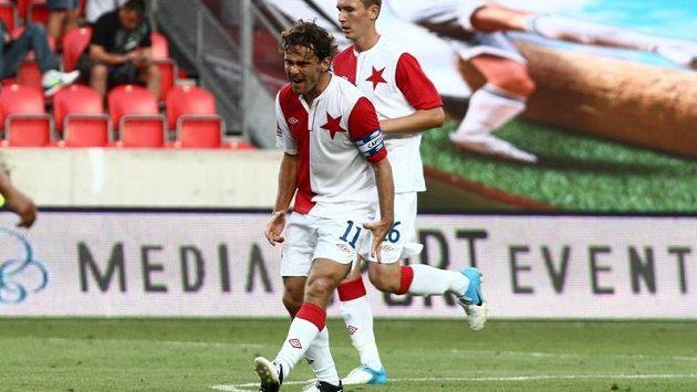 Kapitán Slavie Karol Kisel se raduje ze svého gólu do sítě Jihlavy.