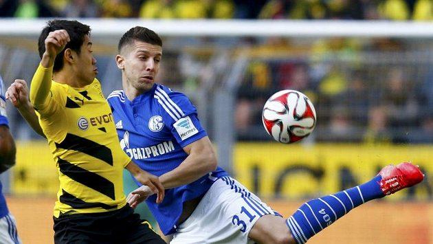 Matija Nastasič (vpravo) bude hrát za Schalke i nadále.