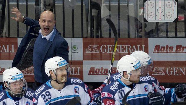 Trenér Plzně Martin Straka se raduje se svými svěřenci z postupu do předkola play-off po vítězství nad Spartou