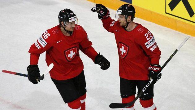 Hokejisté Švýcarska vedli na mistrovství světa nad Slovinskem už 4:0, zápas ale dospěl ke stavu 4:4.