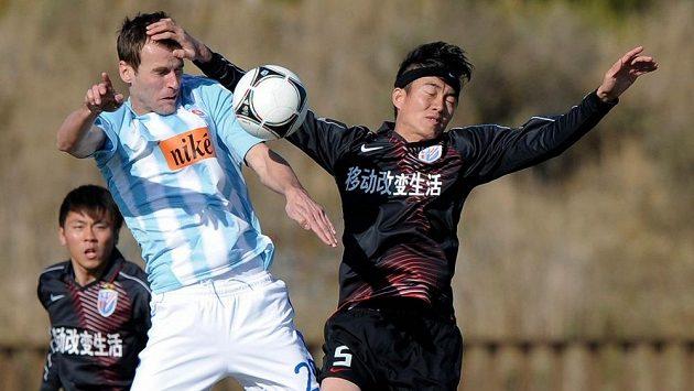 Lukáš Pauschek při přípravném utkání Slovanu Bratislava proti čínskému celku Šanghaj Šen-chua.