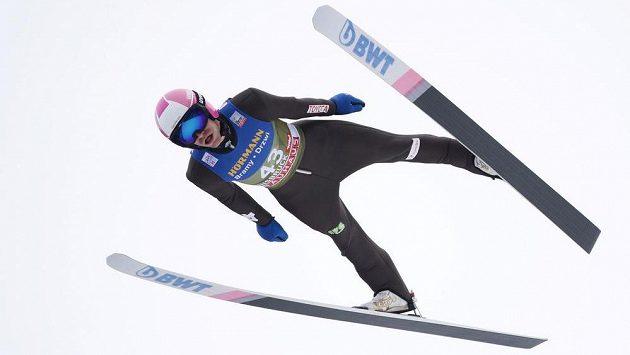 Český skokan Roman Koudelka na můstku v Innsbrucku.