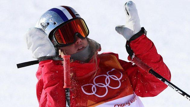 Světová šampiónka Francouzka Tess Ledeuxová se nedostala do olympijského finále lyžařského slopestylu.