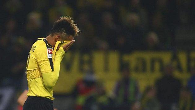 Dortmundský Pierre-Emmerick Aubameyang během utkání s Herthou.