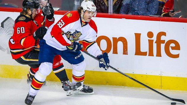 Ani Jaromír Jágr (sledovaný Markusem Granlundem) se na ledě Calgary neprosadil a Florida utrpěla krutou porážku.