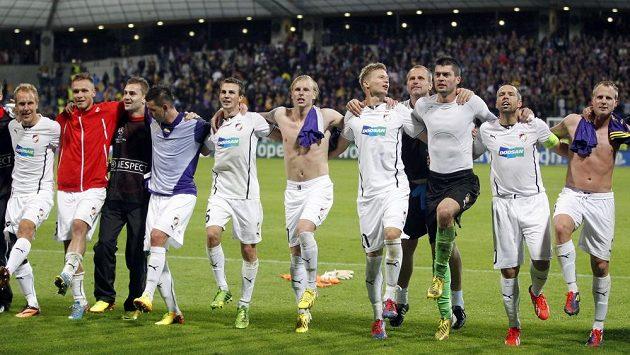 Fotbalisté Plzně slaví v Mariboru postup do základní skupiny Ligy mistrů.