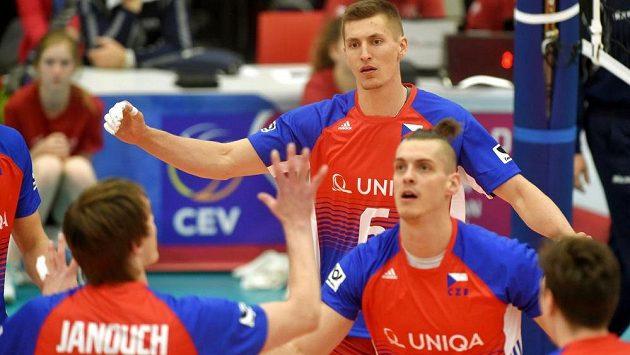 V kvalifikaci o postup na mistrovství světa volejbalistů vyhráli čeští reprezentanti nad Švédskem a měli z toho pořádnou radost.