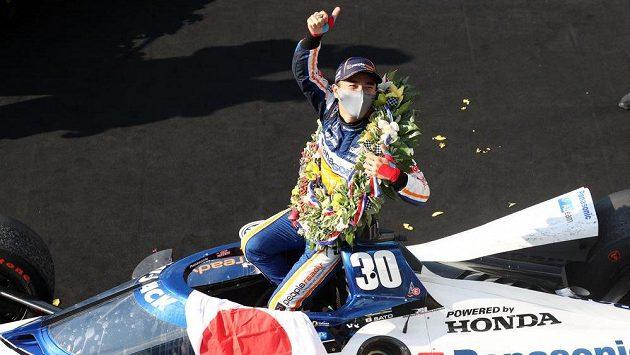 Japonec Takuma Sato ovládl 500 mil Indianapolis