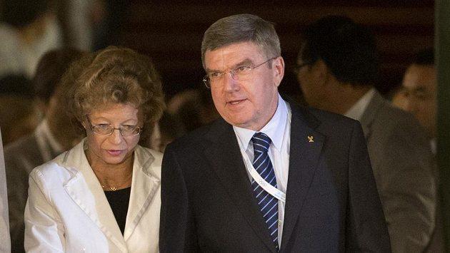 Žhavý kandidát na nového předsedu Mezinárodního olympijského výboru Thomas Bach se svou ženou.