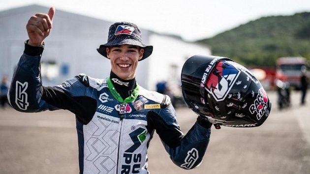 Motocyklový jezdec Oliver König ve druhém závodě třídy Supersport 300 v Mostě skončil na šestém místě.
