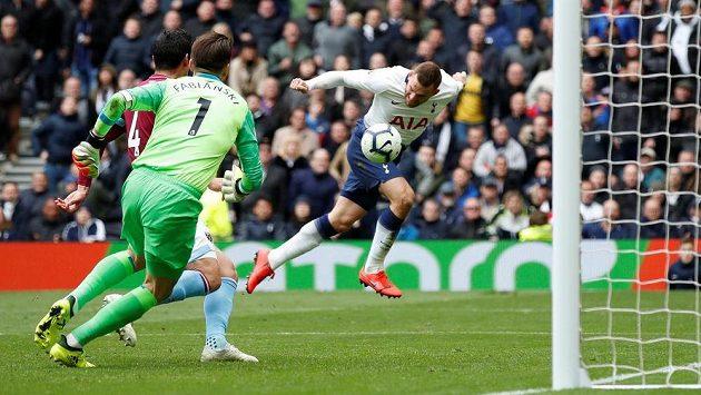 Ani šance Vincenta Janssena (vpravo) v brance West Hamu neskončila.