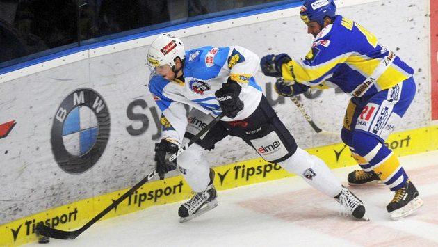 Martin Hamrlík (vpravo) ve druhém finále atakuje Jakuba Lva.