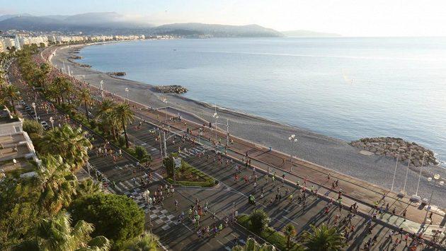 Start je v 8:00 na slavné Promenade des Anglais v Nice.