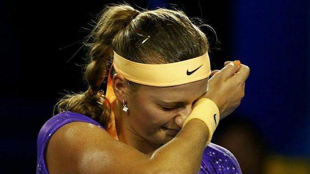 Zklamání ve tváři Petry Kvitové během zápasu s Britkou Laurou Robsonovou