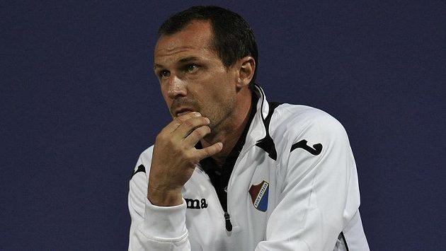 Ostravský trenér Radoslav Látal má plnou hlavu starostí.