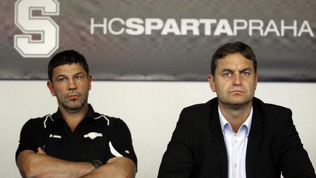 Nový trenér hokejistů Sparty Praha Richard Žemlička (vlevo) a generální manažer klubu Petr Bříza.