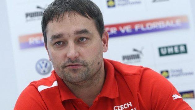 Trenér českých florbalistů Tomáš Trnavský na tiskové konferenci před odletem národního týmu na mistrovství světa do Švýcarska.