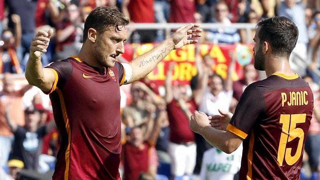 Francesco Totti (vlevo) a Miralem Pjanič.