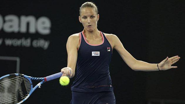 Česká tenistka Karolína Plíšková v souboji s Ukrajinkou Curenkovou.