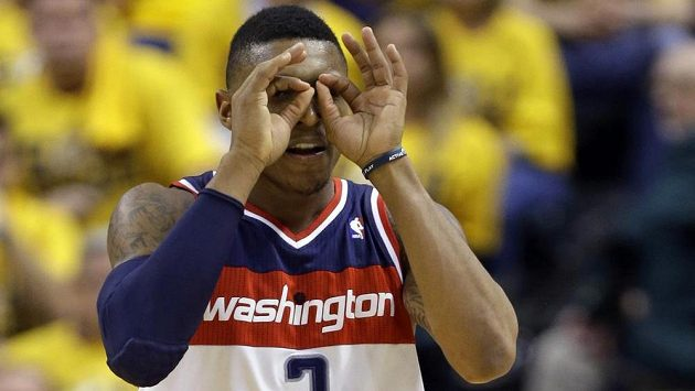 Basketbalista Washingtonu Wizards Bradley Beal v duelu s Indianou Pacers.
