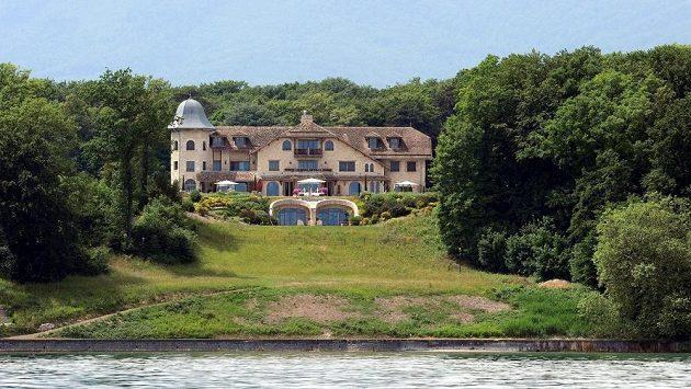 Sídlo Schumacherových ve švýcarském Glandu na břehu Ženevského jezera.