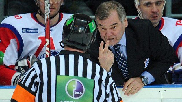 Vladimír Vůjtek v březnu 2011 na střídačce Jaroslavle. O půl roku později, kdy už u mužstva nebyl, s hokejisty Lokomotivu tragicky spadlo letadlo.