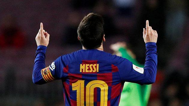 Barcelonský Lionel Messi slaví jeden ze svých gólů v osmifinále Španělského poháruGea