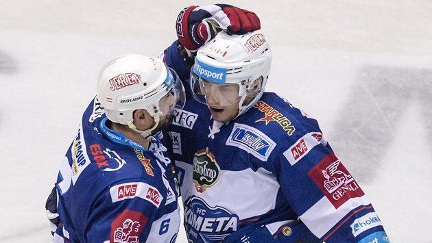 Brněnský útočník Marcel Haščák (vpravo) se raduje se spoluhráčem Jozefem Kováčikem z gólu - ilustrační foto.