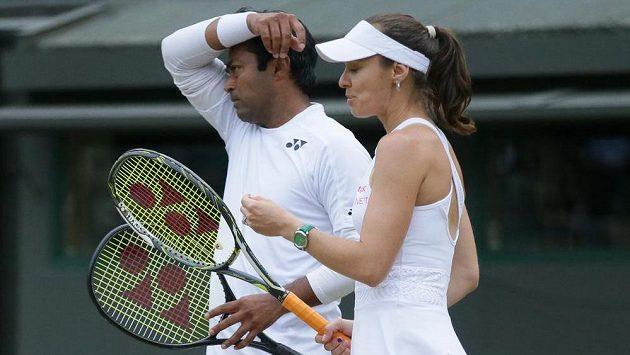 Leandro Paes na snímku s Martinou Hingisovou na snímku z letošního Wimbledonu.