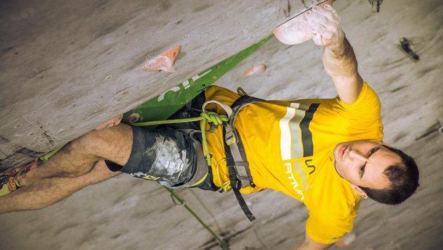 Jan Zbranek je nejen certifikovaný hlavní stavěč Mezinárodní federace sportovního lezení, ale také skvělý lezec.