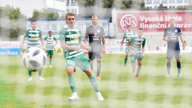 Bude tohle gól? Momentka z utkání Bohemians 1905 - FC Slovácko. Dominik Mašek se z pokutového kopu nemýlil.