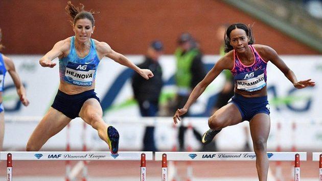 Zuzana Hejnová finišuje po boku Dalilah Muhammadové při finále Diamantové ligy v Bruselu.