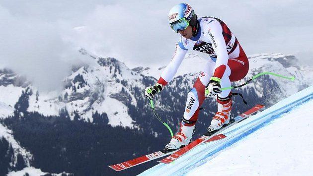 Bývalý mistr světa a olympijský vítěz Carlo Janka odložil návrat do Světového poháru po zranění kolena.
