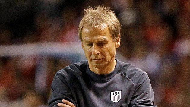 Zadumaný trenér Spojených států Jürgen Klinsmann.