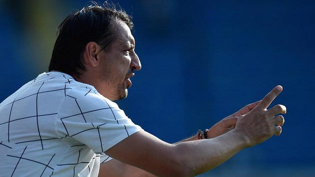 Trenér Liberce Zsolt Hornyák končil zápas s Karvinou na tribuně, Slovan ale první zápas stejně vyhrál.