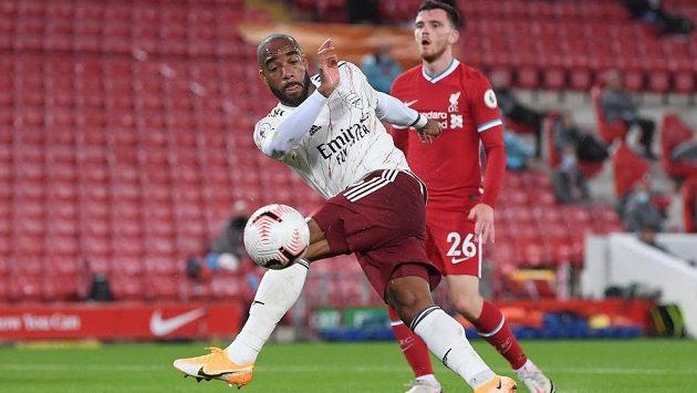 Kanonýr Arsenalu Alexandre Lacazette otevřel skóre zápasu s Liverpoolem. Ilustrační foto.