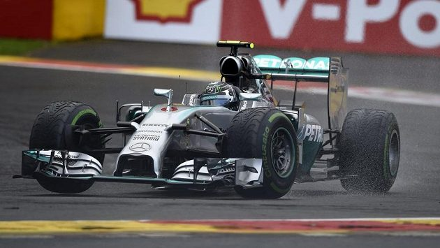 Pilot Mercedesu Nico Rosberg při kvalifikaci na Velkou cenu Belgie.