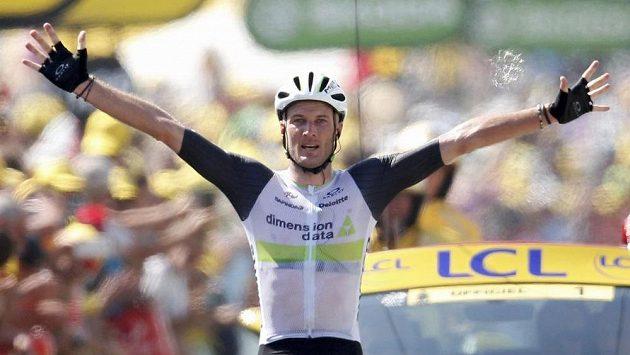 Brit Stephen Cummings se raduje na Tour z triumfu v první pyrenejské etapě.
