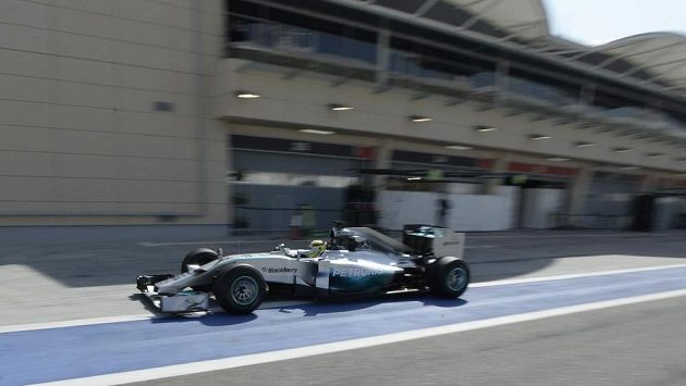 Pilot stáje Mercedes Nico Rosberg v Bahrajnu.