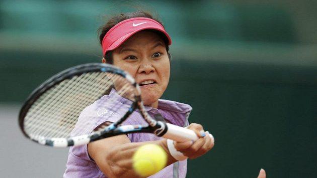 Číňanka Li Na v ´vodním kole French Open, v němž prohrála s Kristinou Mladenovicovou.