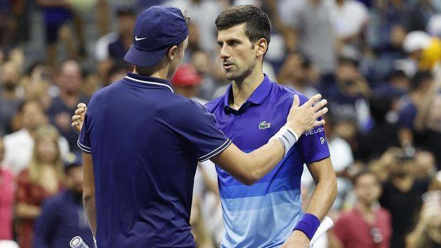 První tenista světa Srb Novak Djokovič porazil na US Open Dána Holgera Runeho 6:1, 6:7, 6:2 a 6:1 a od kalendářního Grand Slamu ho dělí šest výher.