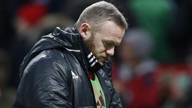 Útočník Wayne Rooney teď není v Manchesteru United příliš spokojený, protože moc nehraje. Odolá vábení z Číny?