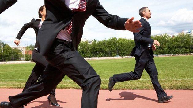 Takto si někdo představuje běžeckou eleganci. Monty Python?