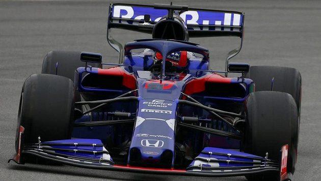 Ruský pilot Daniil Kvjat z Tora Rosso vytvořil nové maximum úvodního testovacího týdne týmů formule 1 v Barceloně.