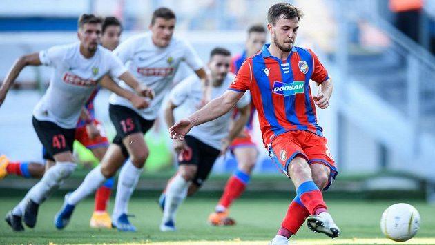 Plzeňský Pavel Bucha proměnil penaltu a srovnal stav ligového utkání s Opavou na 1:1.