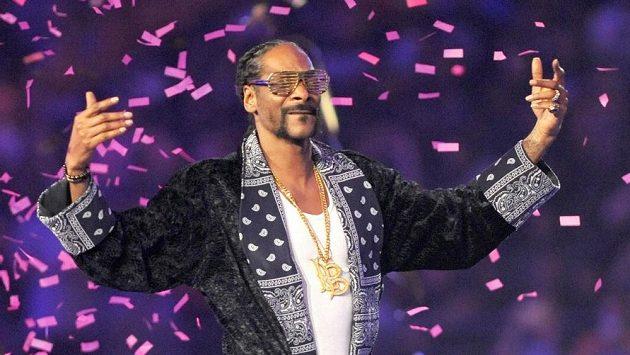 Rapper Snoop Dogg zahájí největší běžeckou party roku ve velkém stylu.