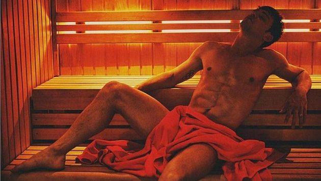 Tom Daley při relaxu v sauně